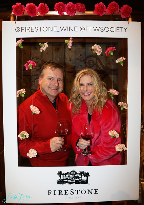 2 Lovebirds in Red Enjoying Wine for Valentine